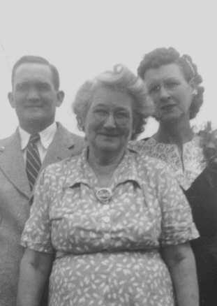 Clarence Walker, Laura J. Hiler Walker, Myrtle Walker Smithen. (Photograph provided by and in the collection of Johnny Taylor, Marshall, TX, 2017)