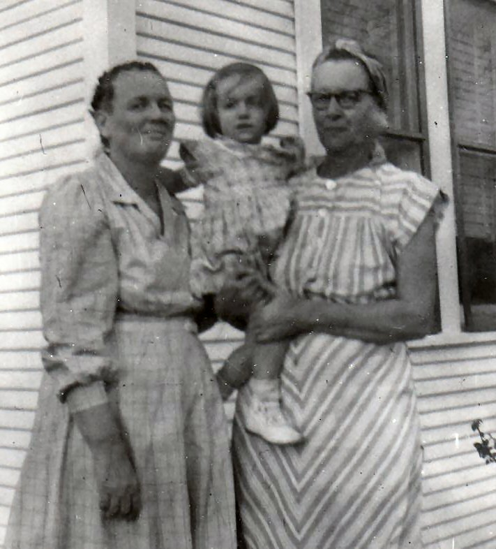Evie Walker Loosier, Dorothy Loosier, Myrtle Walker Smithen. (Photograph provided by and in the collection of Johnny Taylor, Marshall, TX, 2017)