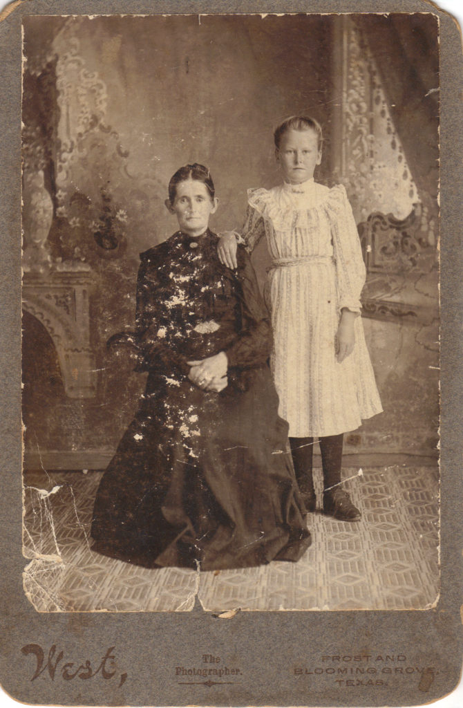 Melissa Thomason Hiler & Bessie Hiler, c. 1915 (Photograph provided by and in the collection of Johnny Taylor, Marshall, TX, 2017)