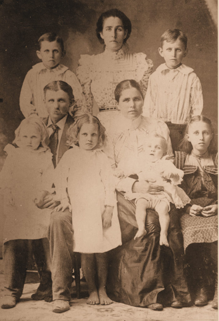 Ed Smithen & Family, c. 1901.  (Photograph provided by and in the collection of Johnny Taylor, Marshall, TX, 2017)
