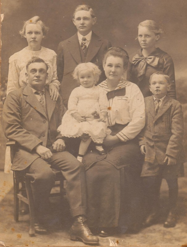 (Standing L.) Myrtle, James Dewey, Evie. (Seated L.) John Alexander Walker, Mattie, Laura J. Hiler Walker, Clarence. c. 1915-15 (Photograph provided by and in the collection of Johnny Taylor, Marshall, TX, 2016)