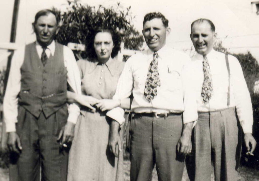 Carl Smithen, Doroty Petty, Walter Smithen, Robert Smithen.   (Photograph provided by and in the collection of Johnny Taylor, Marshall, TX, 2017)